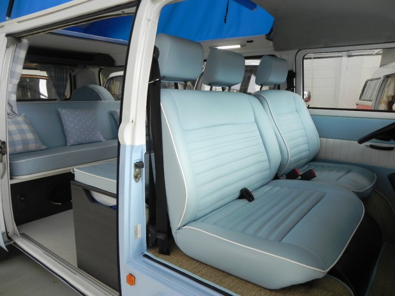 2011 vw kombi 6 seater huge pop top roof amazing for Vw kombi interior designs